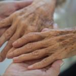ショートステイを利用して介護者の負担を軽減しよう。それが介護を長く続けるコツ。