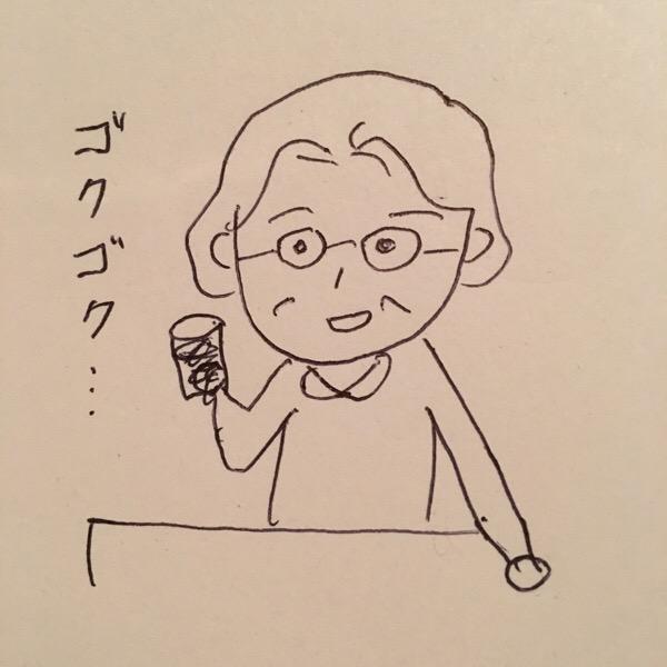 ジュースを飲む母
